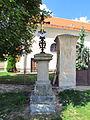 Wayside cross in Račice, Třebíč District.JPG