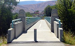 Wenatchee River foot bridge (3952812979).jpg