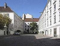 WienHeiligenkreuzerhof.jpg