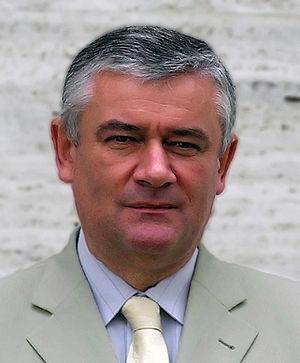 Slovenčina: Ján Slota pózuje pre Wikipédiu
