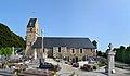 Église Saint-Pierre et monument aux morts des Loges-sur-Brécey.jpg