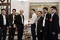 สมาคมผู้ประกอบวิชาชีพสื่อมวลชนพบนายกรัฐมนตรี ณ ห้องสีม - Flickr - Abhisit Vejjajiva (2).jpg