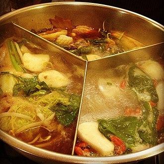 Hot pot - Image: 三色鍋。 池袋のマレーチャンにて。 (8277408636)