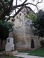 151 Castell de la Geltrú, angle nord-est, i monument a Toldrà (Vilanova i la Geltrú).jpg