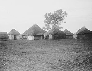 Herbert Basedow - Aboriginal dwellings, Hermannsburg, Northern Territory 1923. Photographer: Herbert Basedow. National Museum of Australia collection.