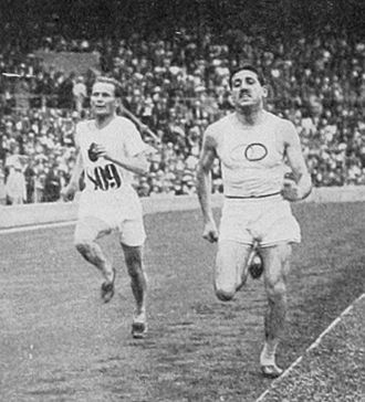 Athletics at the 1912 Summer Olympics – Men's 5000 metres - The finish: Kolehmainen on the way to pass Bouin who is still in the lead.