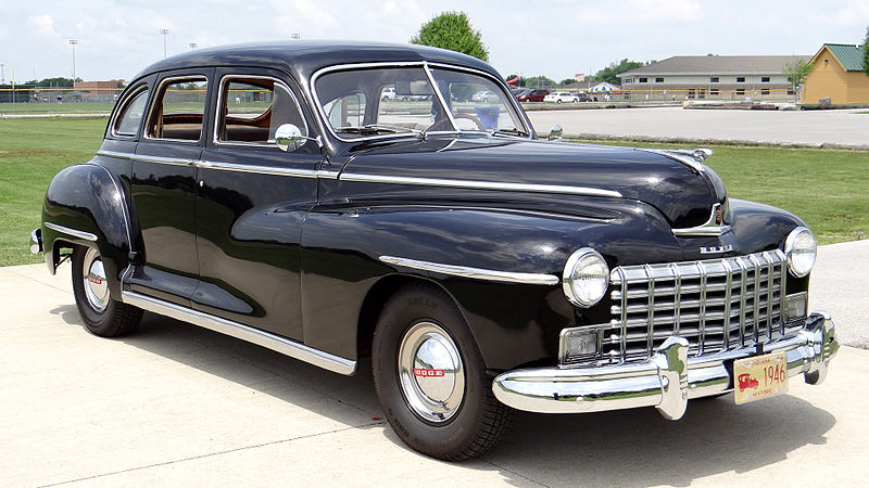 File 1946 dodge d24c 4 door sedan 258 jpg wikimedia commons for 1940 dodge 4 door sedan