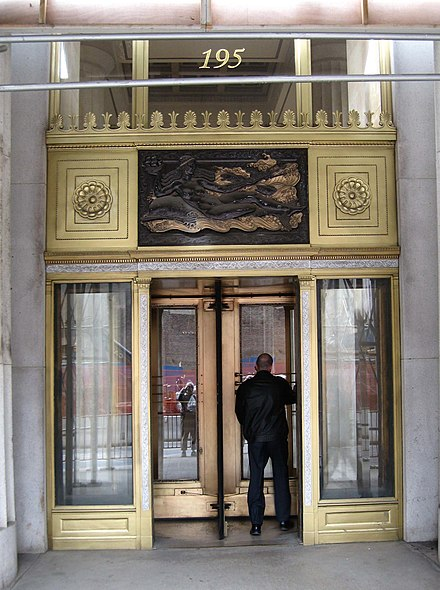 195 Broadway, AT&T headquarters for most of the 20th century 195 Broadway revolving door jeh.jpg