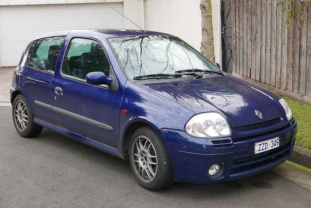 1024px-2001_Renault_Sport_Clio_%28X65%29_3-door_hatchback_%282015-07-24%29_01.jpg