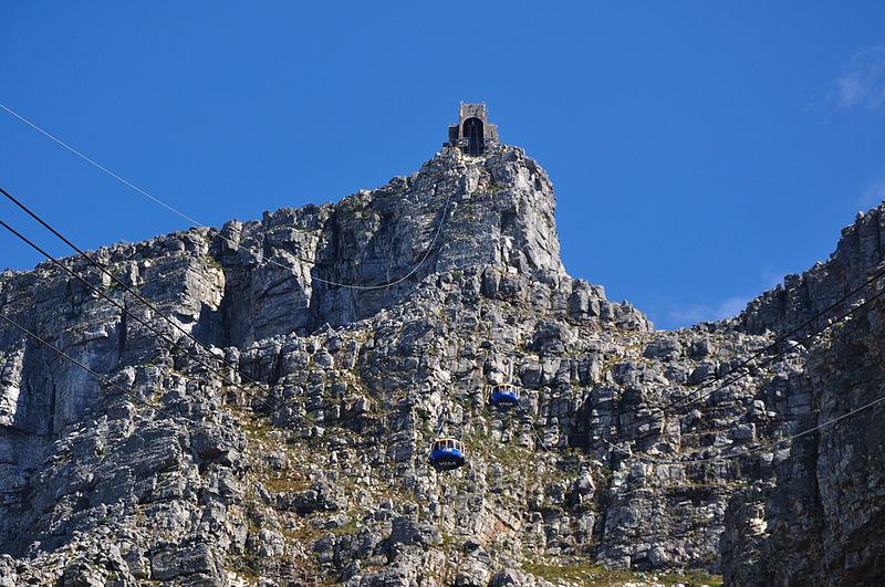 Чтобы попасть на вершину Столовой Горы, можно воспользоваться канатной дорогой