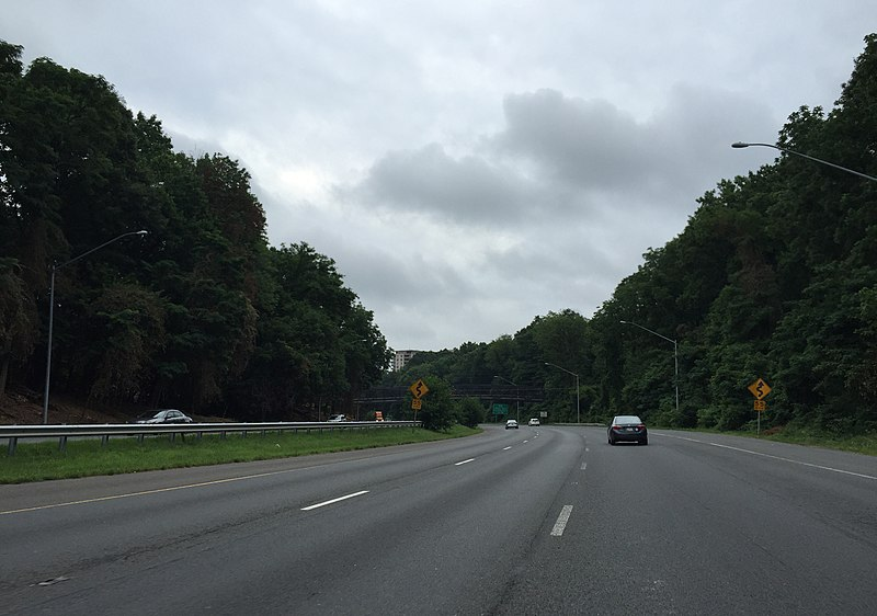 File:2016-07-04 07 47 49 Curves ahead signage along the eastbound inner loop of the Capital Beltway (Interstate 495) just east of Exit 36 (Maryland State Route 187) in Bethesda, Montgomery County, Maryland.jpg
