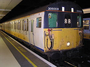 British Rail Class 205 - Image: 205009 at London Victoria