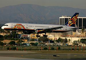 ATA Airlines Boeing 757 Spijkers.jpg