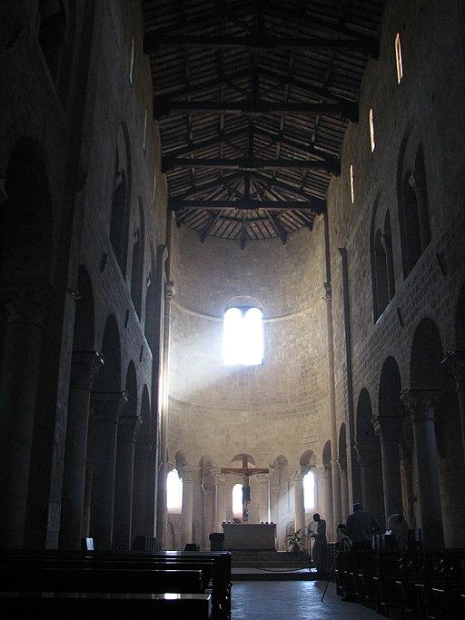 Abbazia di Sant'Antimo - 22 - La navata centrale
