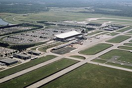 Aerial view of Dulles Airport, June 1985.JPEG