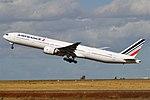 Air France, F-GSQP, Boeing 777-328 ER (45223356762).jpg