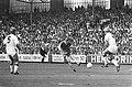 Ajax tegen Borussia Mönchengladbach 4-3, Arnold Mühren in actie, Bestanddeelnr 924-7977.jpg
