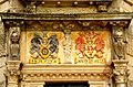 Am Portal des Westturms der Hämelschenburg teillvergoldete Wappen von Jürgen Klencke und Anna von Holle.jpg