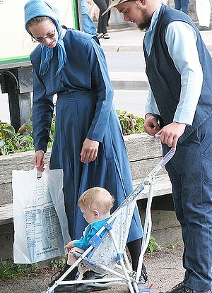 Plain dress - An Old Order Amish family in traditional plain dress clothing