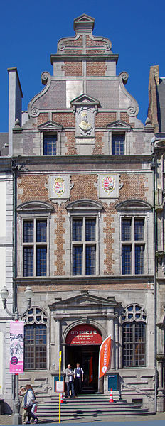 Ancienne Chapelle Saint-Georges, Grand-Place, à gauche de l'hôtel de ville