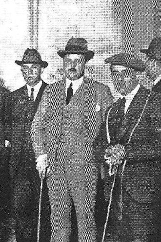 José María Hinojosa Lasarte - father (middle)