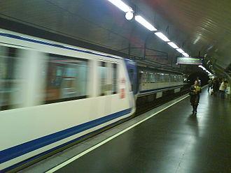 Ciudad Lineal (Madrid Metro) - Image: Anden ciudadlineal
