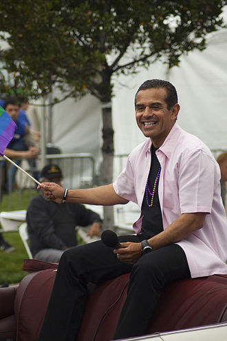 Antonio Villaraigosa - Villaraigosa at Los Angeles Pride 2011