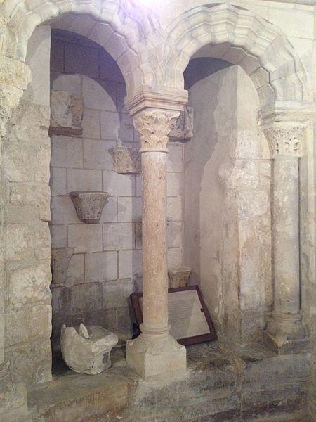 Arcatures de la chapelle.