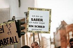 Artikel 13 Demonstration Köln 2019-02-16 – Mensch mit Schild auf dem steht: Ich bin so sauer ich habe sogar ein Schild gemacht!