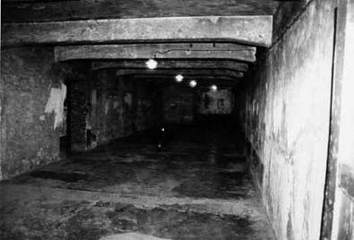 Auschwitz I Stammlager 2001 10 Gaskammer.jpg