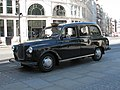 Austin FX4 at St Pauls cathedral.jpg