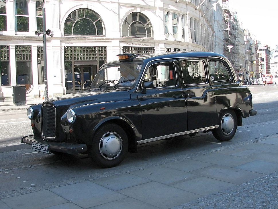 Austin FX4 at St Pauls cathedral
