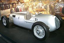 Photo d'une Auto Union Type C exposée lors du meeting Monterey Historic Car Races en 1999.