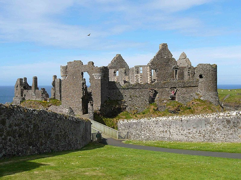 File:Awesome Dunluce Castle.jpg