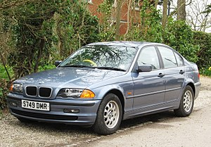 BMW 318i (E46) 4d 1895cc reg Jan 1999.JPG