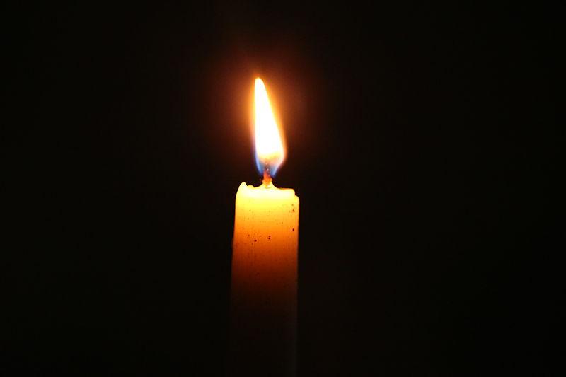 File:BN3Q09604 candle light.JPG
