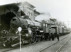 SJ B - B 1382 with a passenger train in Arvika in 1937.