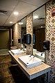 Bathroom2-13 (43777500244).jpg