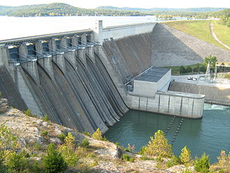 Beaver Lake (Arkansas) - Beaver Dam and its spillway and powerhouse.