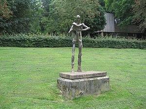 Nescio - Image: Beeld Nescio te Ubbergen Een groot dichter zijn en dan vallen