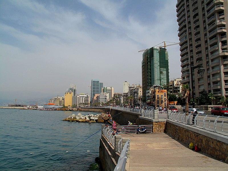 نزهة على الكورنيش البحري في بيروت 800px-Beirut_Corniche_%284694160929%29