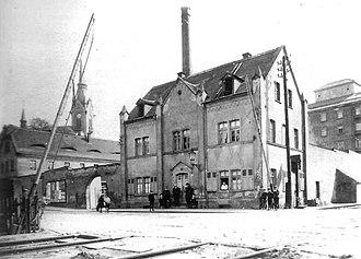 Dresden–Werdau railway - Level crossing at the street of Altplauen around 1910. Dresden-Plauen S-Bahn station is now in the same place on a bridge.