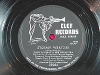 "78 tours du label Clef avec le logo du trompettiste, dessiné par David Stone Martin : Billy Holiday - ""Stormy""/""Tenderly"" (1952)"