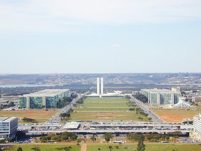 Fichier:Brasilia ministerios da torre.jpg