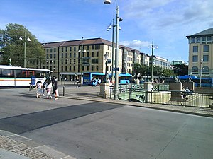 Brunnsparken, Gothenburg - Brunnsparken has frequent bus and tram traffic.