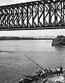 Budapest, Népsziget, Újpesti (Északi összekötő) vasúti híd. Jobbra a Palotai sziget csúcsa, szemben a Római part. Fortepan 29518.jpg