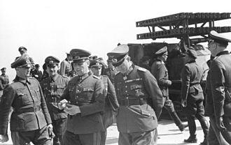 8 cm Raketen-Vielfachwerfer - Image: Bundesarchiv Bild 101I 300 1863 33A, Riva Bella, Waffenvorführung Panzerwerfer, Rommel