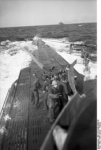 10.5 cm SK C/32 naval gun - Image: Bundesarchiv Bild 101II MW 4006 20, U Boot U 123 in See