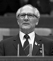 Bundesarchiv Bild 183-1986-0421-044, Berlin, XI. SED-Parteitag, Erich Honecker