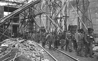 Submarine pen - Forced workers at the construction site of the Valentin submarine pens in Bremen, 1944